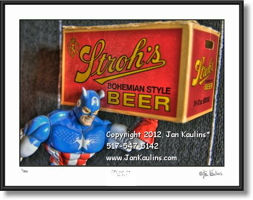 Click on this image to see an enlarged view of STROHS BREWERY BEER Capt. America photo.